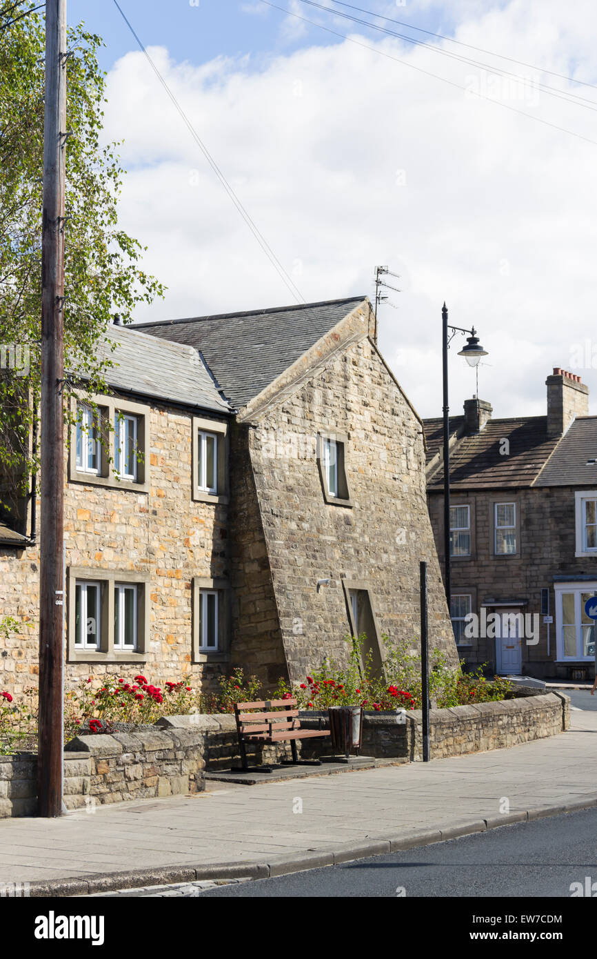 Unusual slanting buttress wall added to support the gable end of a house on the corner of The Bank and Bridgegate, - Stock Image