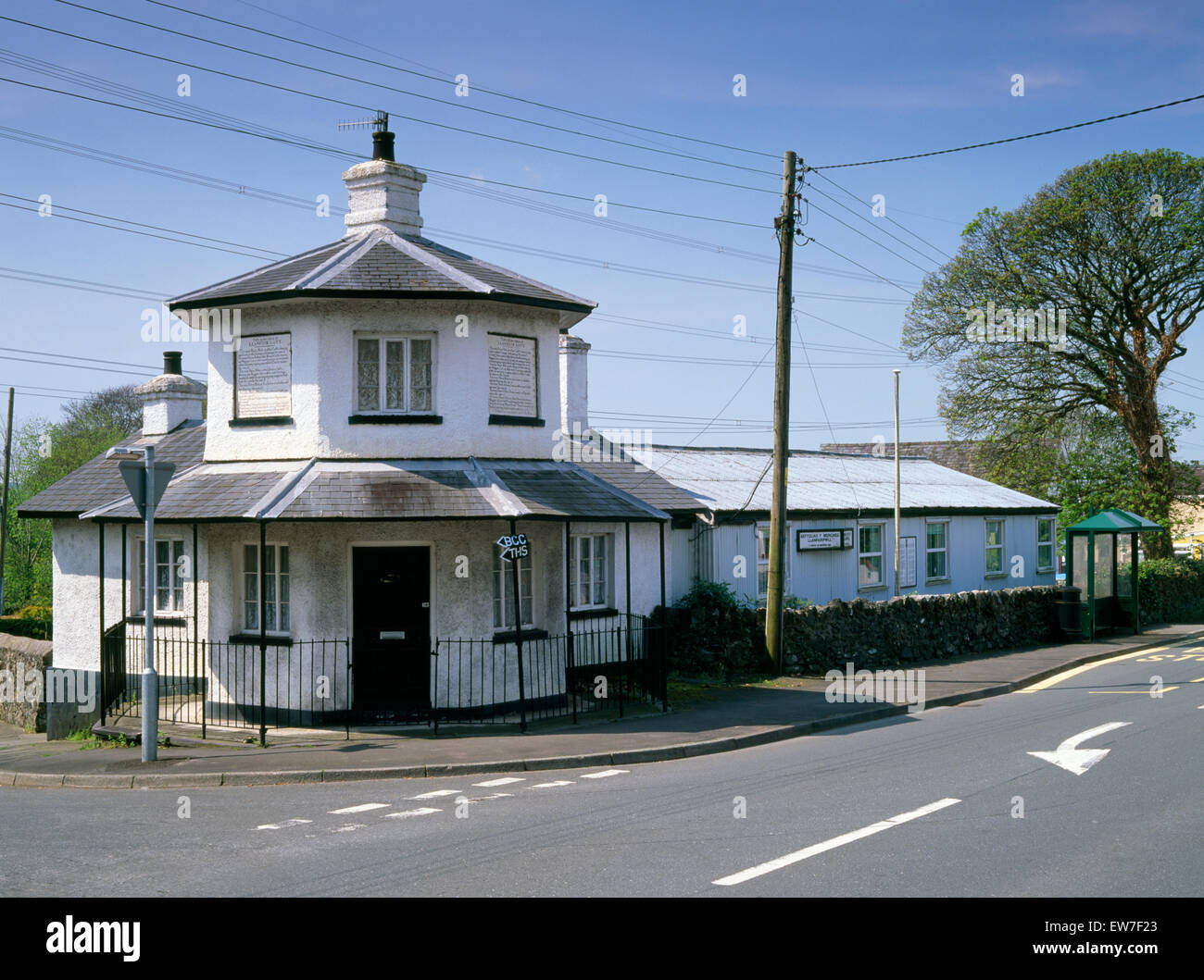 Llanfair PG octagonal toll house of 1822-3, one of several built on Anglesey along Thomas Telford's Holyhead - Stock Image