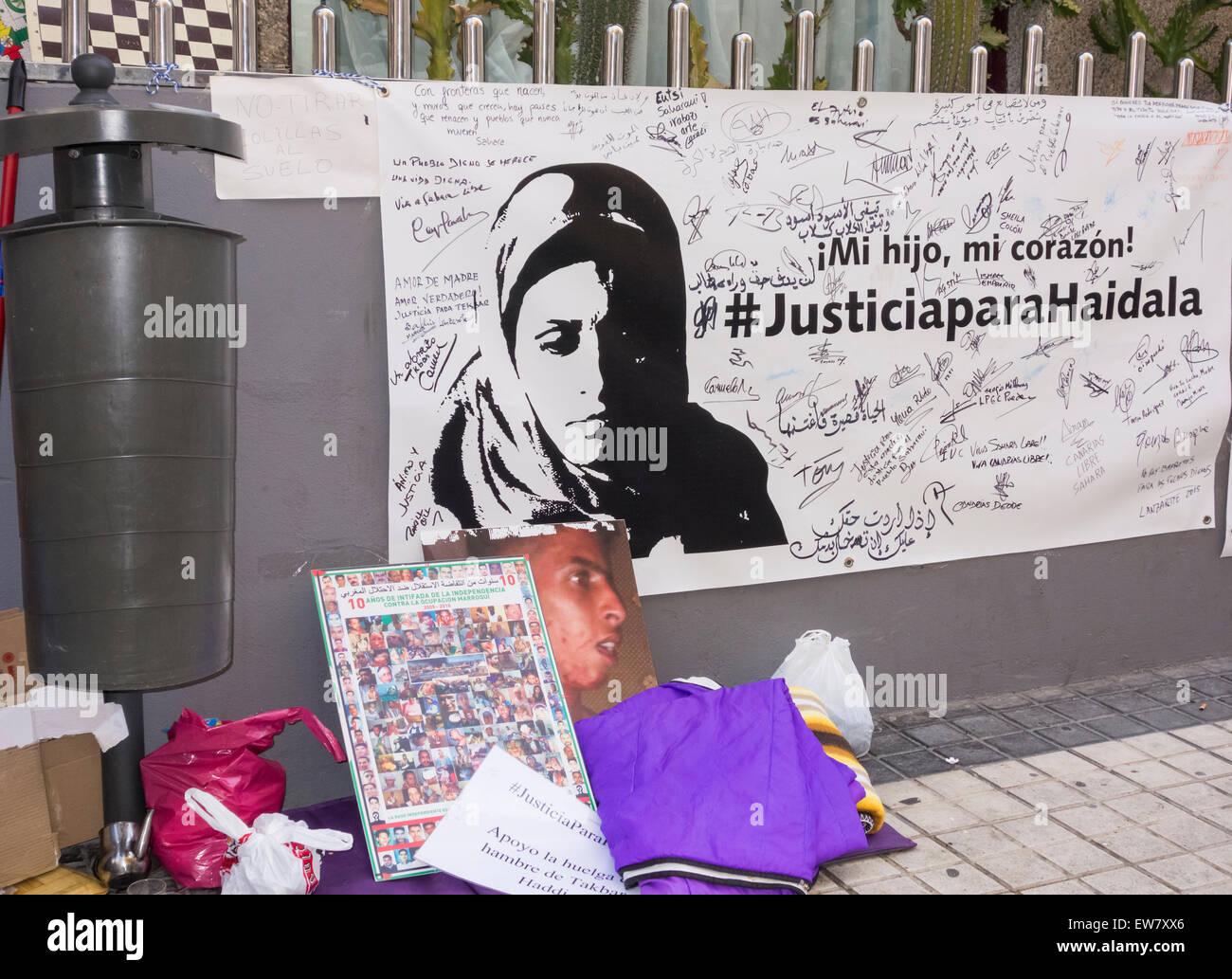 Friday, 19th June, 2015, Las Palmas, Gran Canaria, Canary Islands, Spain. Supporters of Takbar Haddi (see image - Stock Image