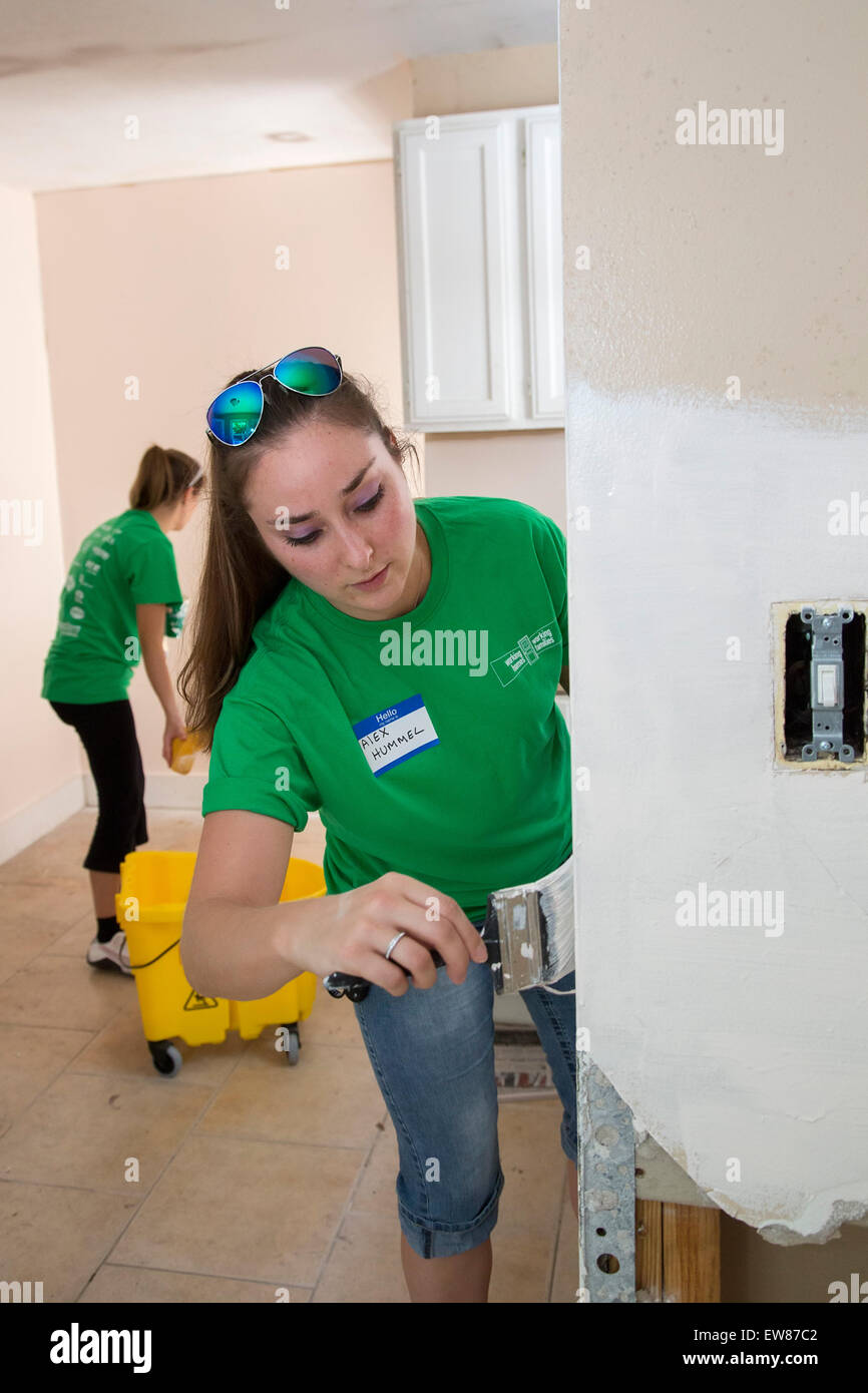 Detroit, Michigan USA. Volunteers for Working Homes/Working Families repair and renovate a vacant home for a family - Stock Image