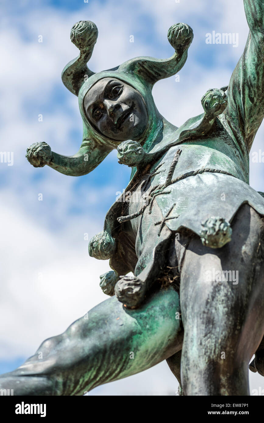 the fool or jester is a popular character in Shakespeare's play and this statue in Stratford upon Avon celebrates - Stock Image