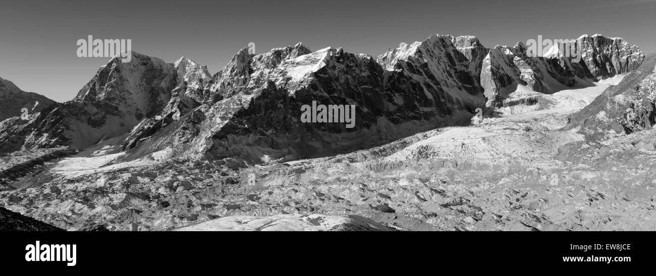 The Changri Nup Glacier, Everest base camp trek, UNESCO World Heritage Site, Sagarmatha National Park, Solu-Khumbu - Stock Image