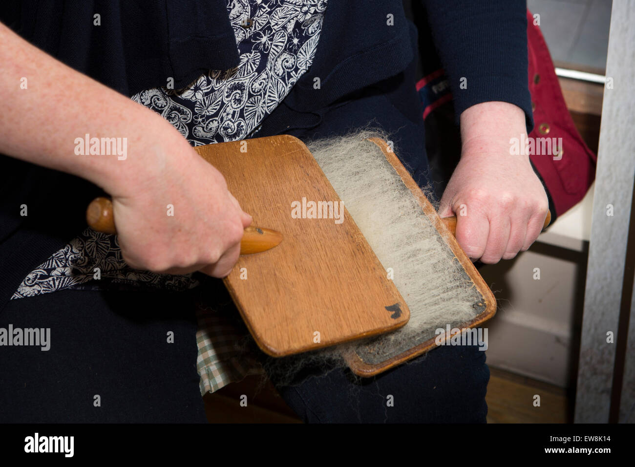 Ireland, Co Wexford, Enniscorthy, National 1798 Rebellion Centre,  carding wool by hand to spin yarn - Stock Image
