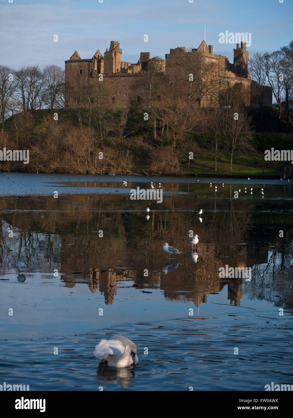 Linlithgow Palace and St Michaels church Stock Photo
