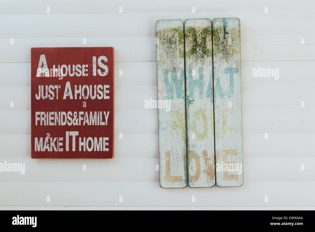 Signs with motivation words on rustic wood - Stock Image