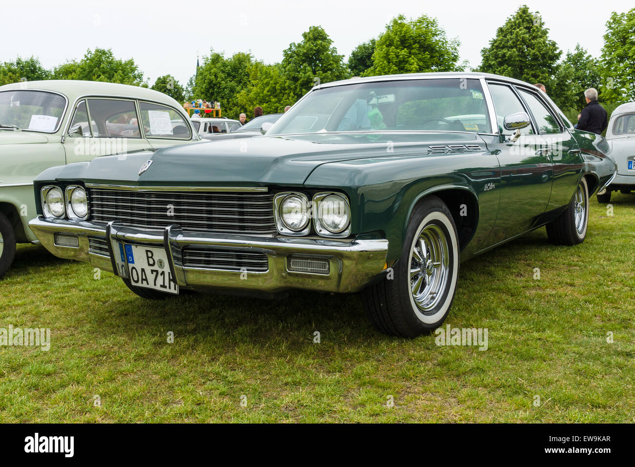 full size luxury car buick lesabre sedan fourth generation 1971 rh alamy com