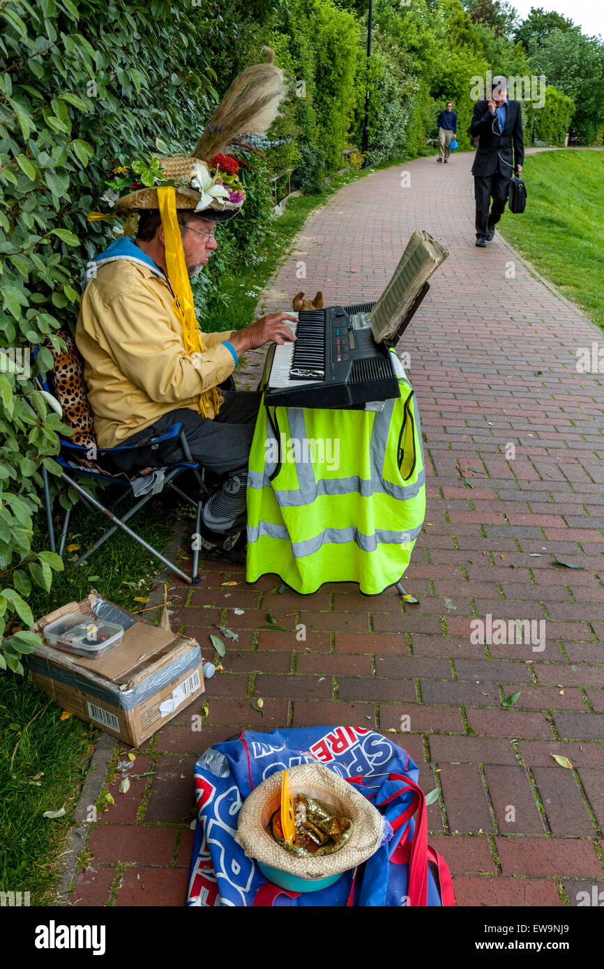 Street Entertainer, Lewes, Sussex, UK - Stock Image