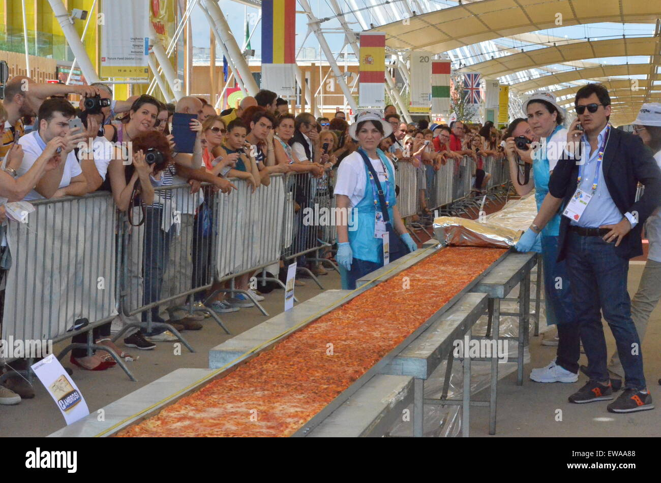 Milan, Italy. 20th June, 2015. Visitors look at the longest Pizza in the world with about 1,600 meters long at the - Stock Image