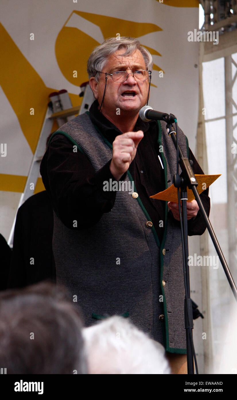 Peter Grottian - Impressionen von der Demonstration 'Wir zahlen nicht fuer Eure Krise', 28. Maerz 2009, - Stock Image
