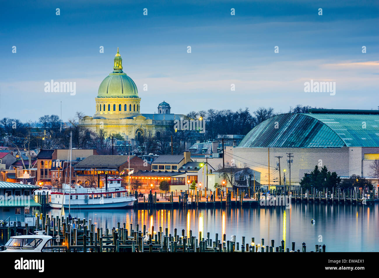 Annapolis, Maryland, USA town skyline at Chesapeake Bay with the United States Naval Academy Chapel dome. - Stock Image