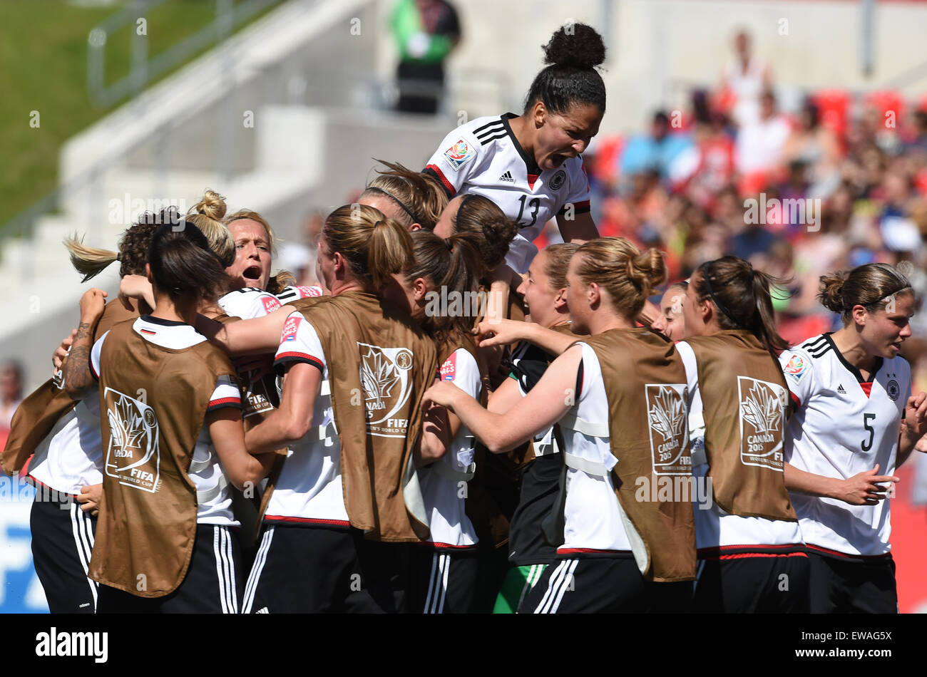 Ottawa, Canada. 20th June, 2015. Germany's team members celebrate the goal to the 1:0 during the FIFA Women«s - Stock Image