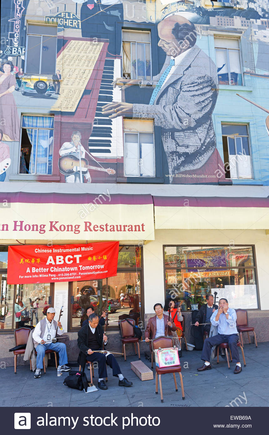 People playing live music in Chinatown, San Francisco, California, USA - Stock Image