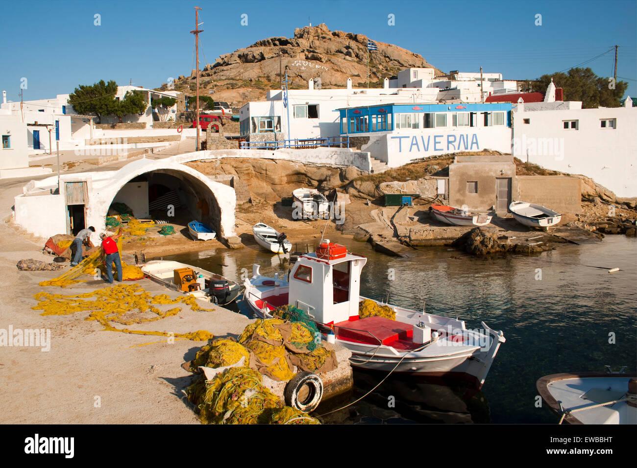 Griechenland, Kykladen, Mykonos, Halbinsel Divounia, stiller Fischerort mit Tavernen. Stock Photo