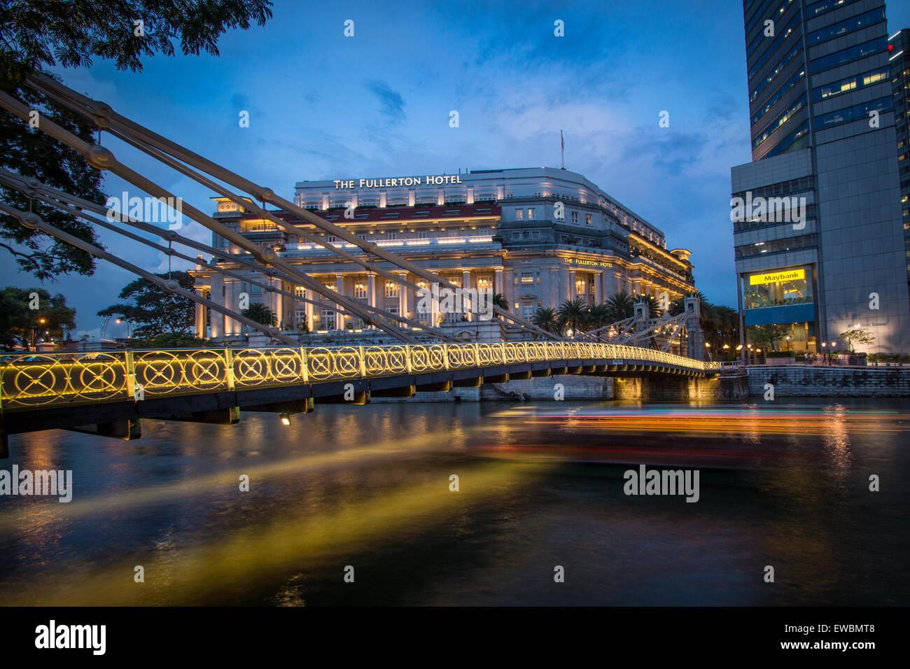 Cavenagh Bridge, Singapore - Stock Image
