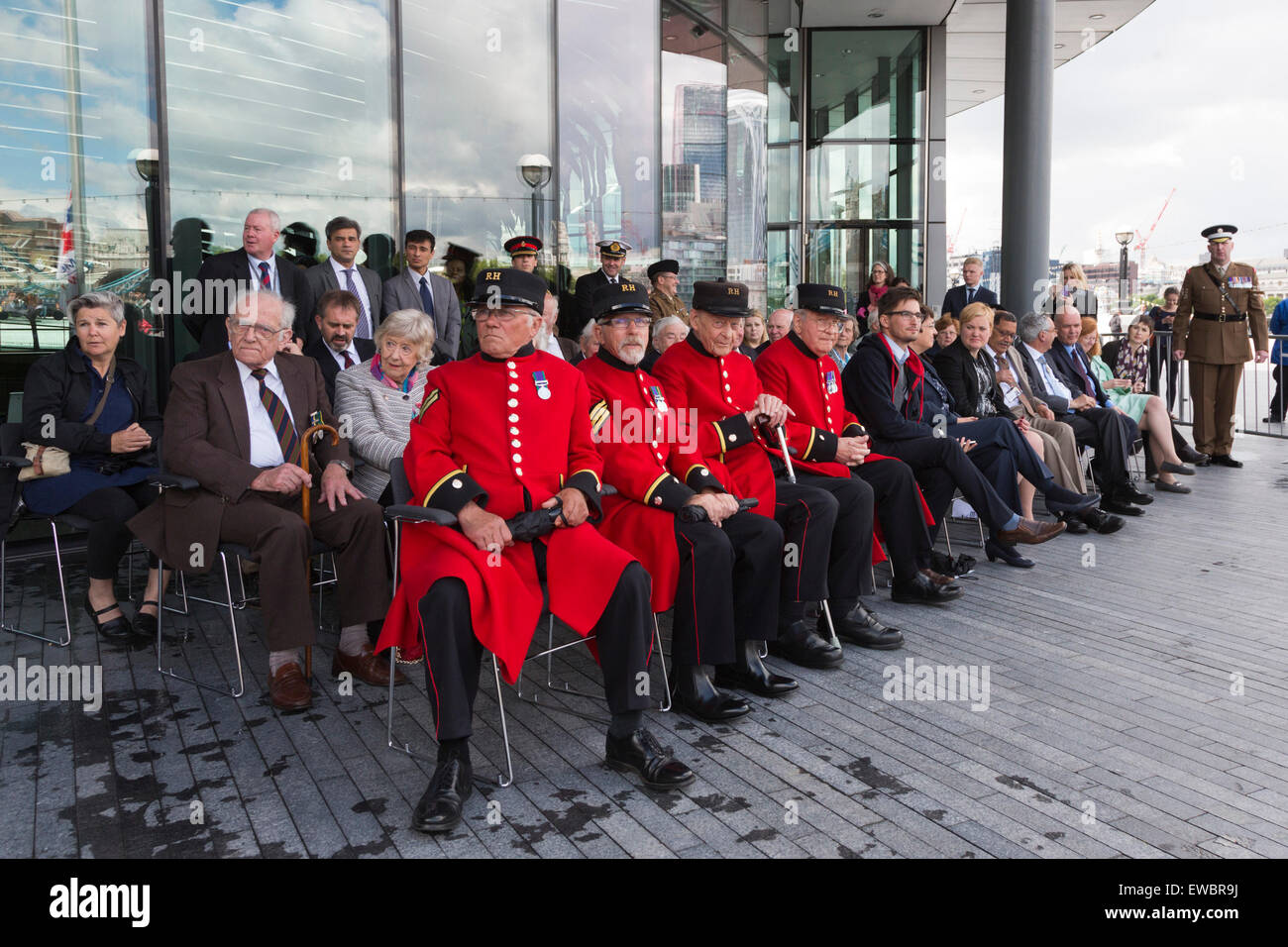 London, UK. 22 June 2015. Four Chelsea Pensioners joined other guests at the event. Boris Johnson, the Mayor of - Stock Image