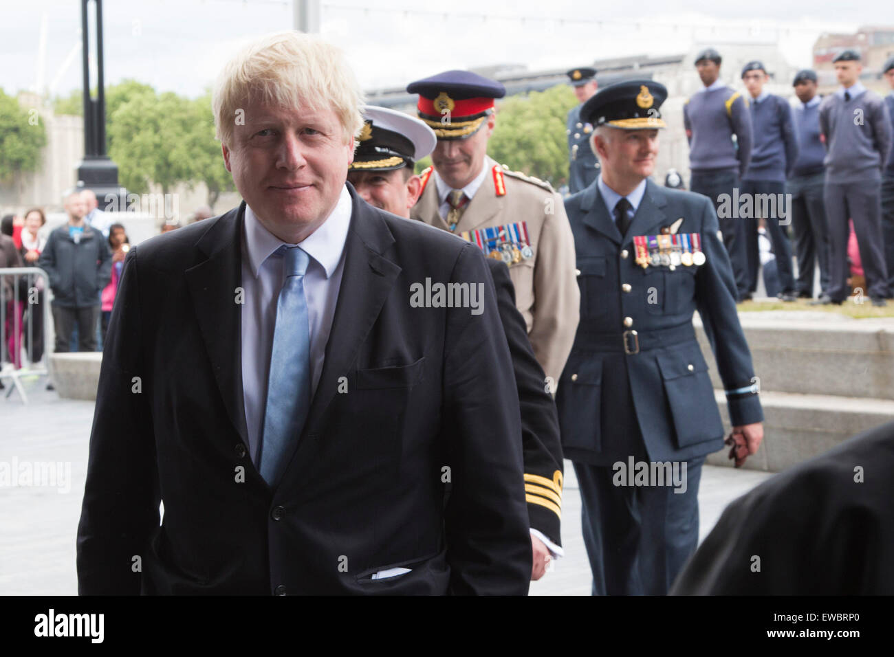London, UK. 22 June 2015. Pictured: Boris Johnson with senior military officers. Boris Johnson, the Mayor of London, - Stock Image