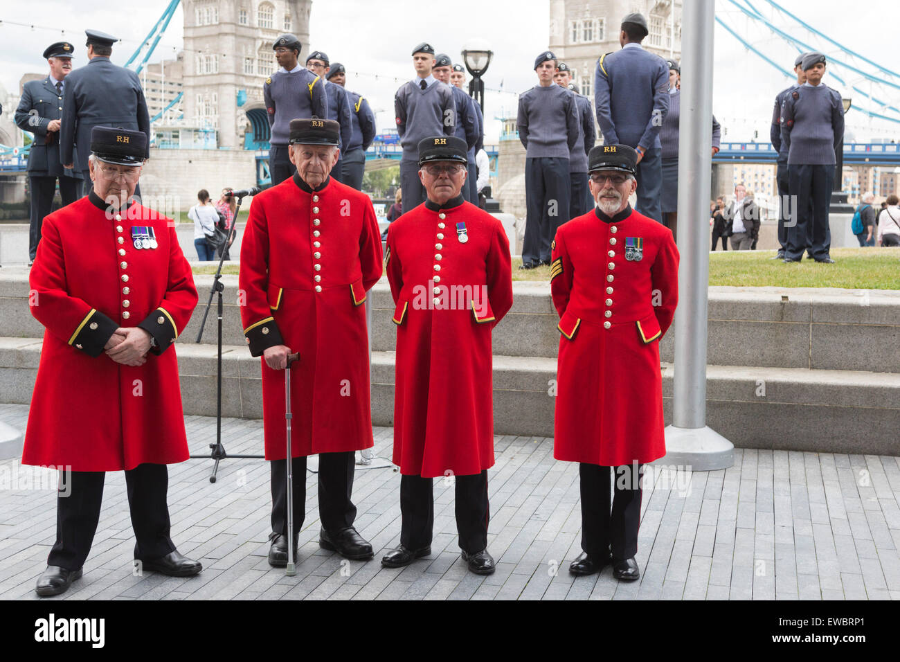 London, UK. 22 June 2015. Four Chelsea Pensioners pose in front of Royal Airforce Air Cadets and Tower Bridge. Boris - Stock Image