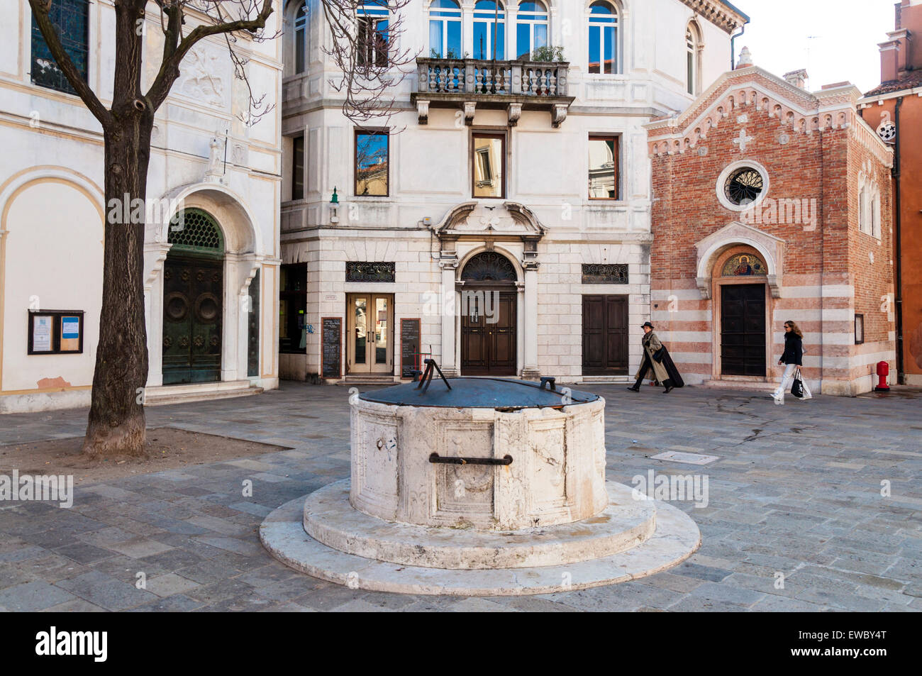 Campo San Vio old well in the square in Venice Italy - Stock Image
