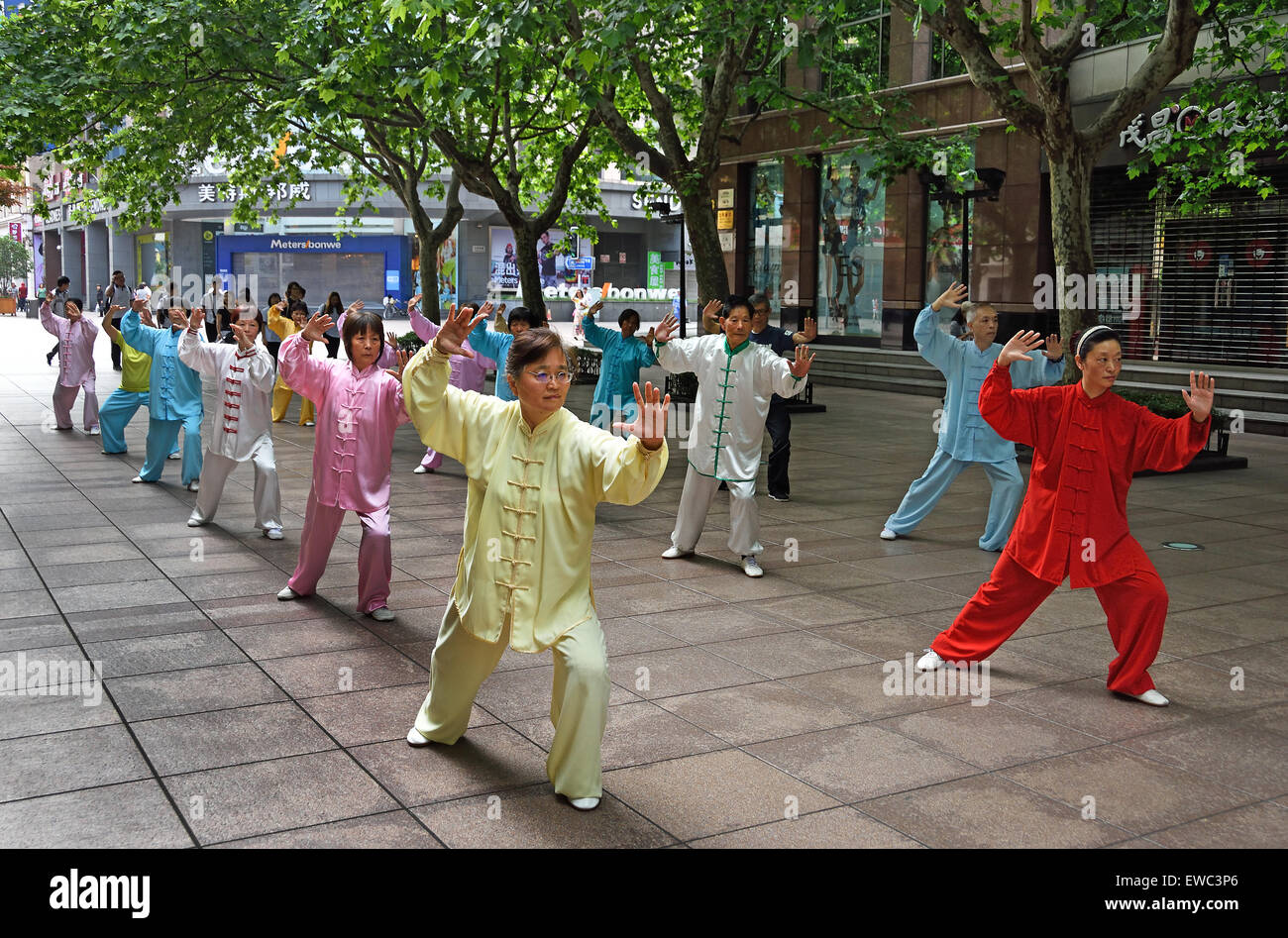 China, Shanghai, Nanjing Road, tai chi, exercises, people before opening the shops. Early in the morning  tai chi - Stock Image