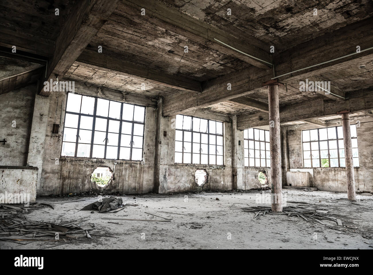 empty industrial loft in an architectural background with bare cement stock photo 84486022 alamy. Black Bedroom Furniture Sets. Home Design Ideas