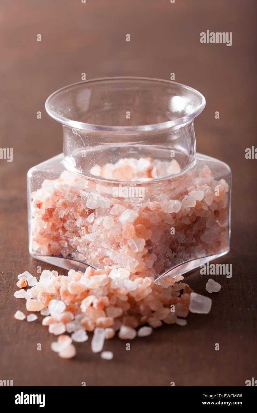 pink himalayan salt in jar - Stock Image