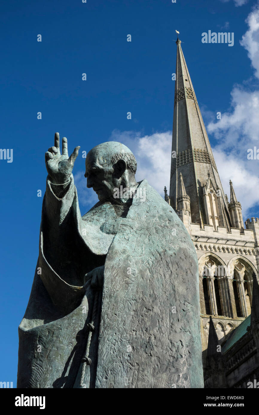 Millenium statue of Saint Richard by Philip Jackson at the Cathedral of the Holy Trinity, Chichester England. Stock Photo