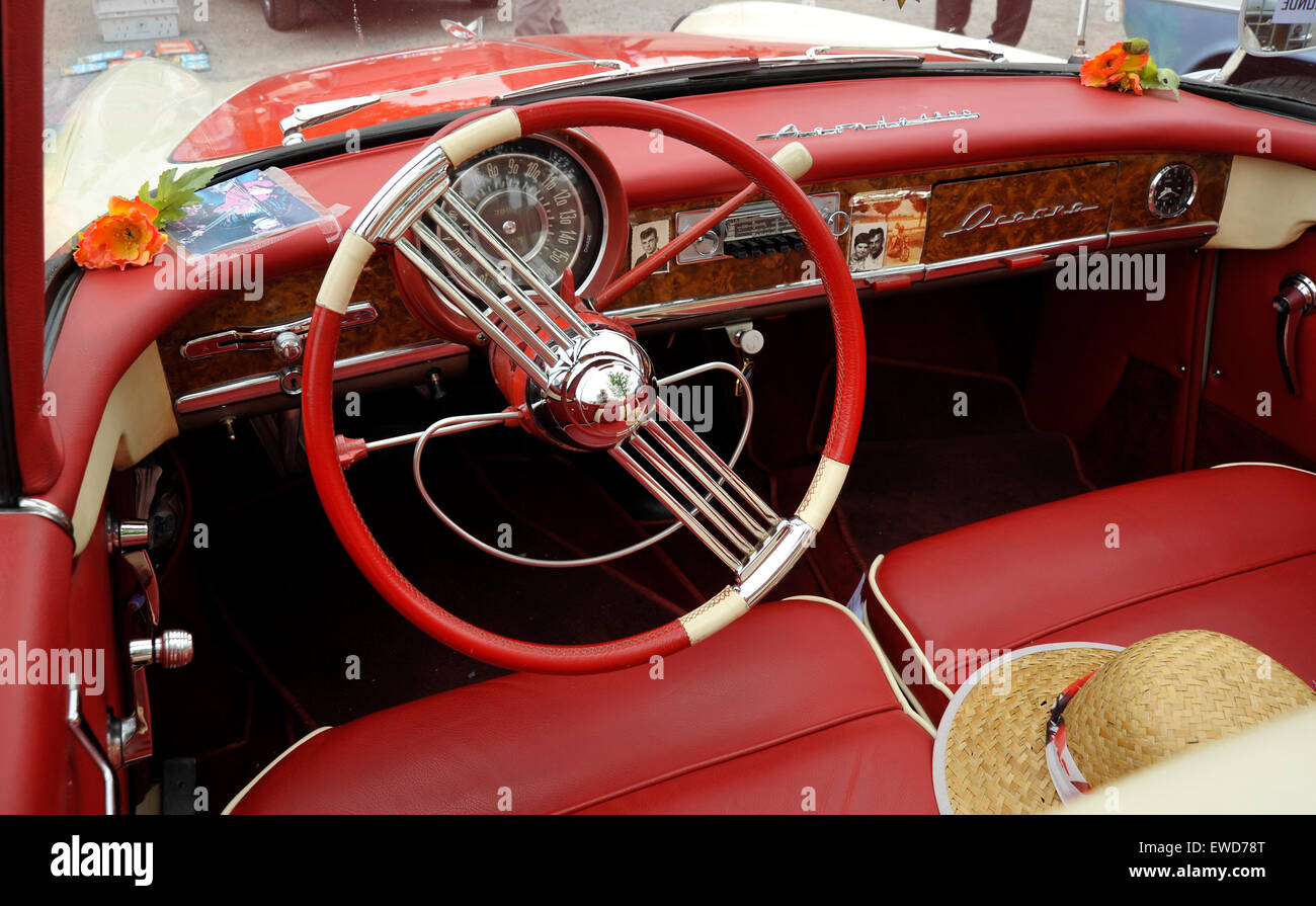 Admirable Simca Aronde convertible classic French car Stock Photo - Alamy GE-96