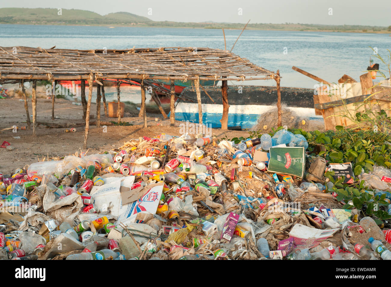 Rubbish accumulated on the beach of Ambriz, Angola - Stock Image