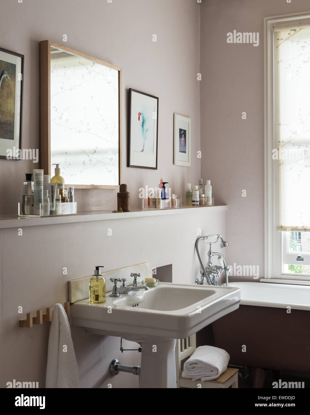 Free Standing Roll Top Bath In Bathroom And Victorian Style Basin