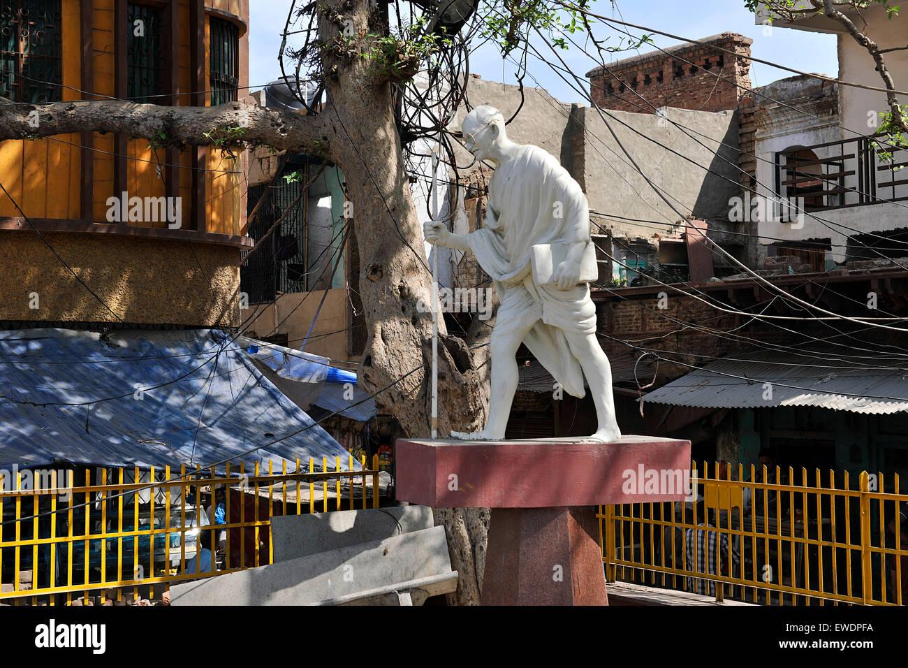 Mahatma Gandhi statue near Agra, India - Stock Image