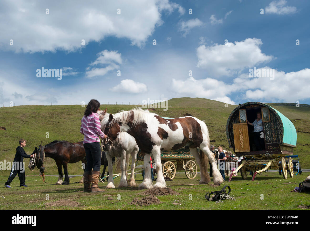 Travellers heading to the Appleby Horse Fair 2015, stop for a break at Watergap Bottom in Mallerstang near Kirkby - Stock Image