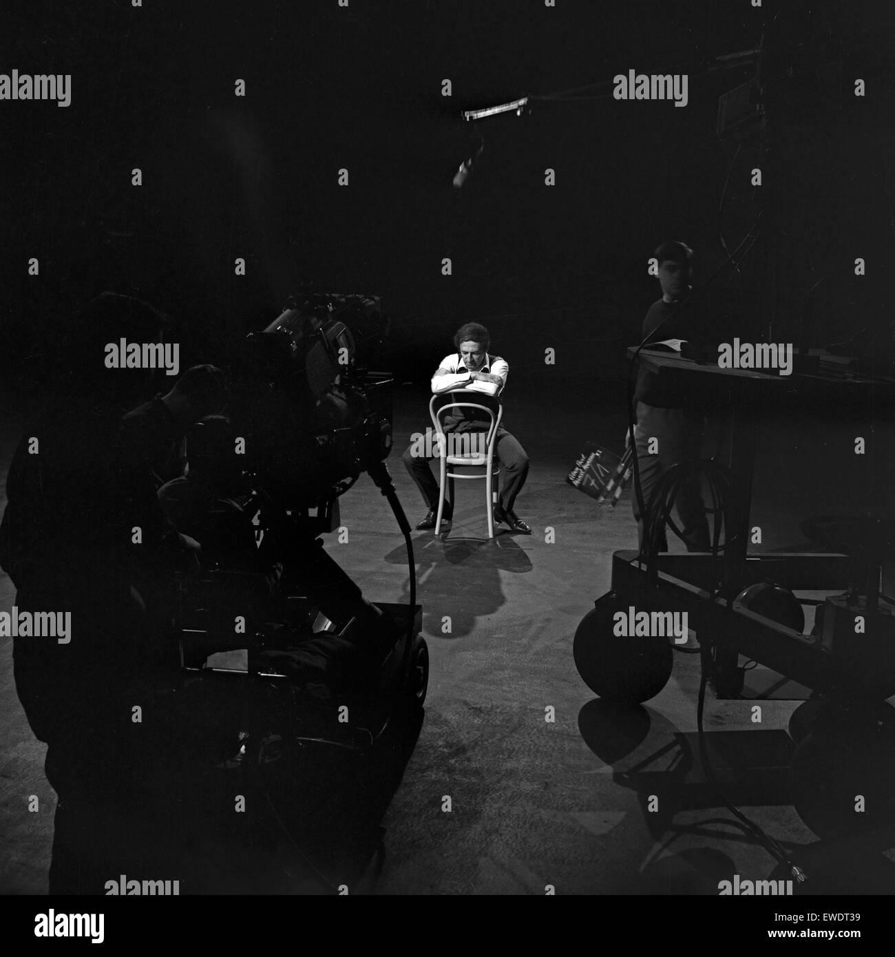 Französischer Pantomime Marcel Marceau in Hamburg, Deutschland 1960er Jahre. French pantomime Marcel Marceau performing Stock Photo
