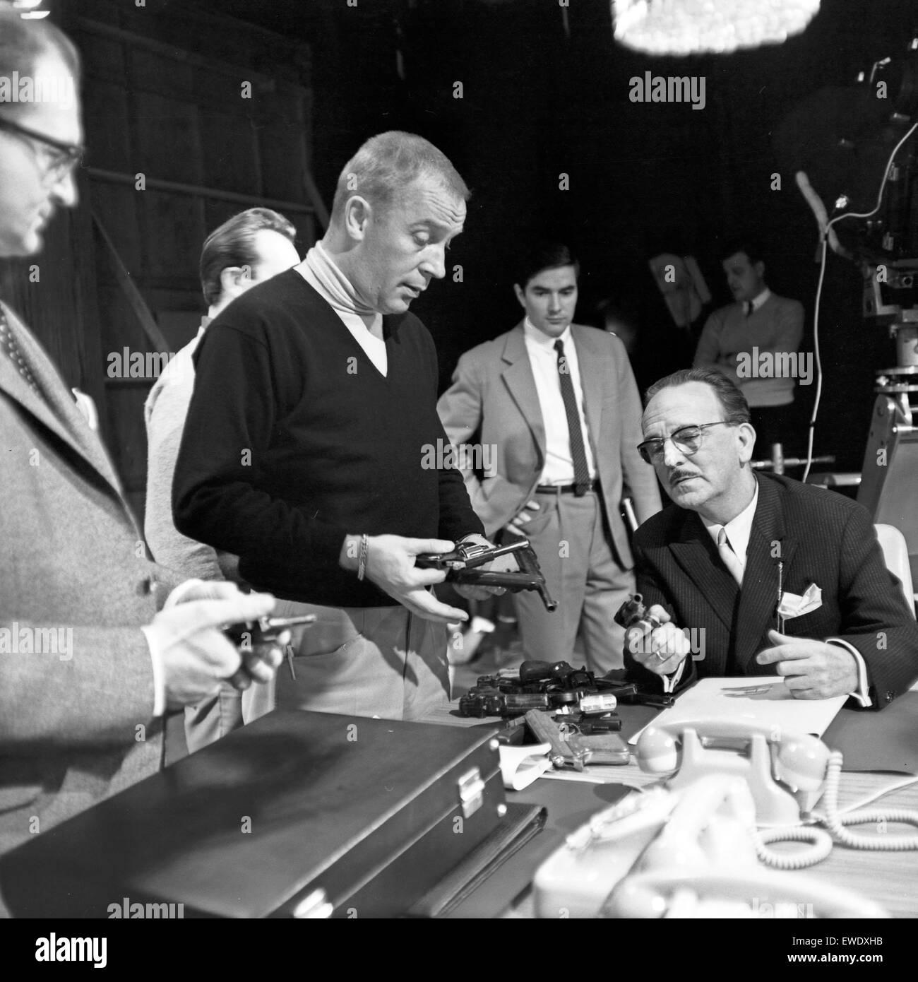 Deutscher Regisseur Heinz Dunkhase (Mitte), Deutschland 1960er Jahre. German TV and radio director Heinz Dunkhase - Stock Image