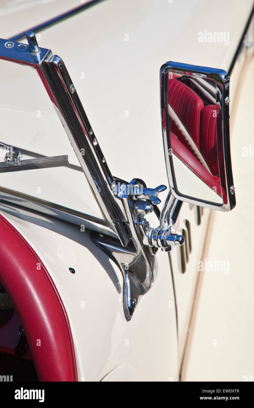 Detail of MG TF 1500 wing mirror in Old English white with red leather interior - Stock Image