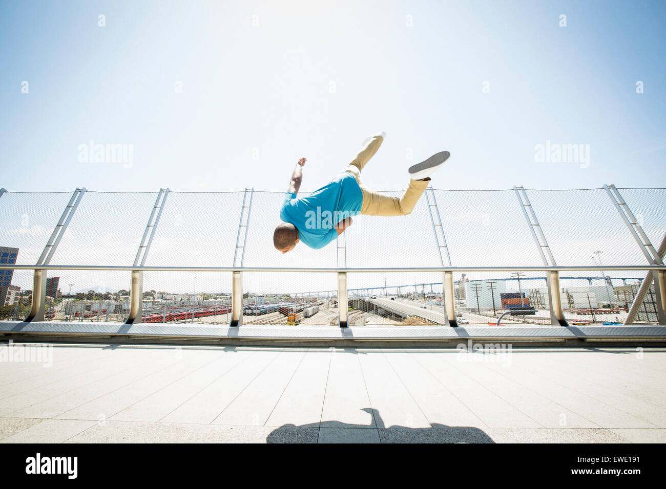 Young man somersaulting parcour parkour free running - Stock Image
