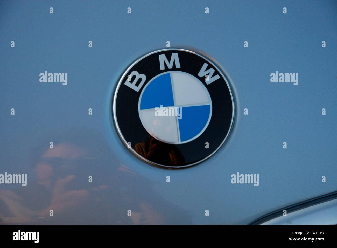 JUNE 2008 - BERLIN: the logo embleme of the German car manufacturer BMW - Bayerische Motorenwerke. - Stock Image