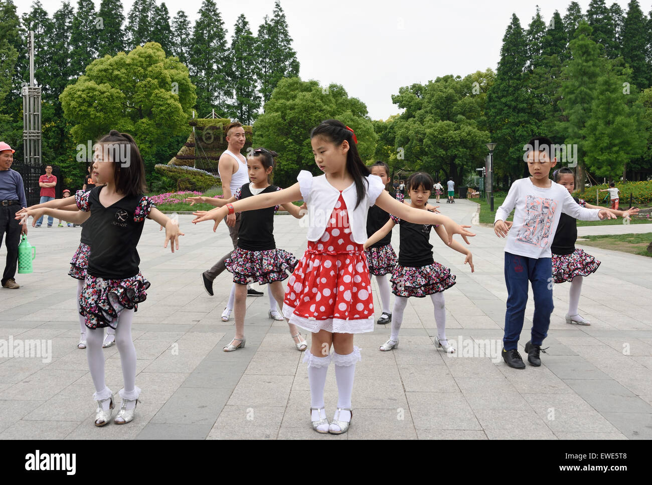Girls Dancing Class The Shanghai Botanical Garden Xuhui District  China Chinese - Stock Image