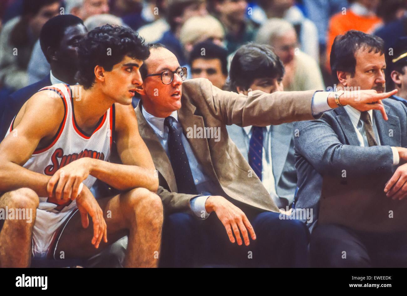 SYRACUSE, NEW YORK, USA - Coach Jim Boeheim talks to player Rony Seikaly during Syracuse Orangemen college NCAA - Stock Image