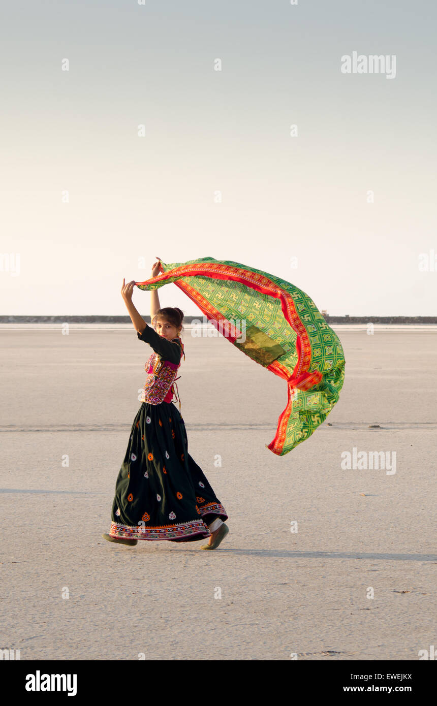 Unidentified Gujarati Kutchi young village girl at white desert near Rann of Kutch, India. - Stock Image