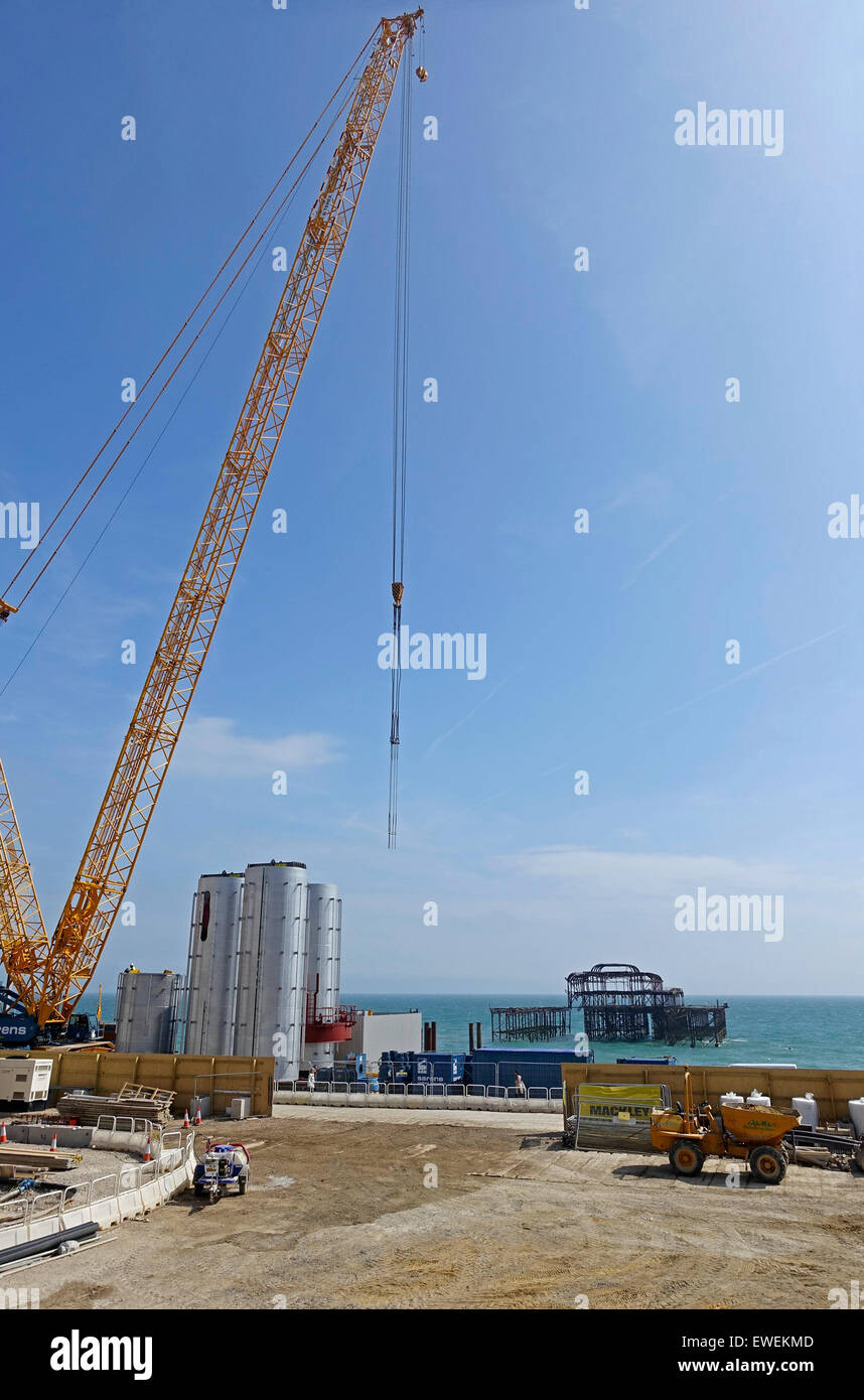 Construction work on the Brighton i360 - a new attraction on Brighton's seafront and the world's first vertical - Stock Image