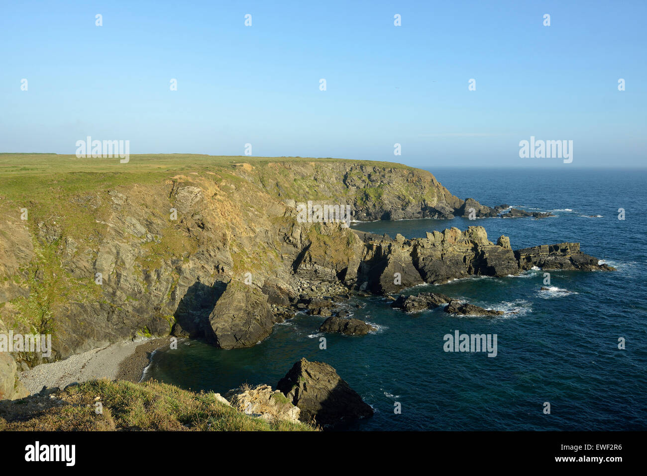 Renney Slip & Deadman's Bay, Pitting Gales Point in background Marloes, Pembrokeshire, Wales - Stock Image