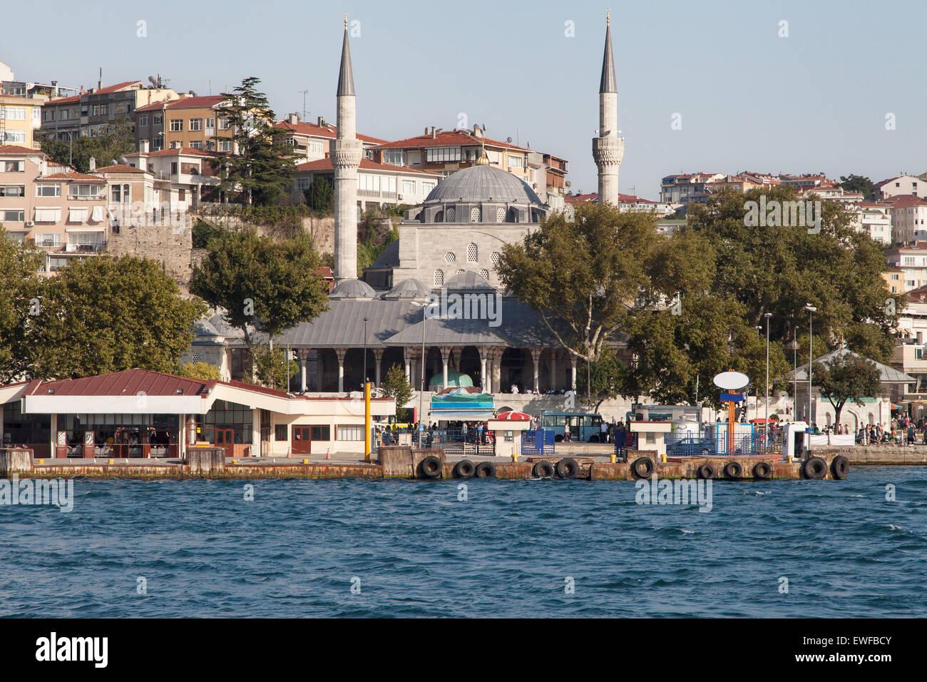 Uskudar pier in Istanbul, Turkey. - Stock Image