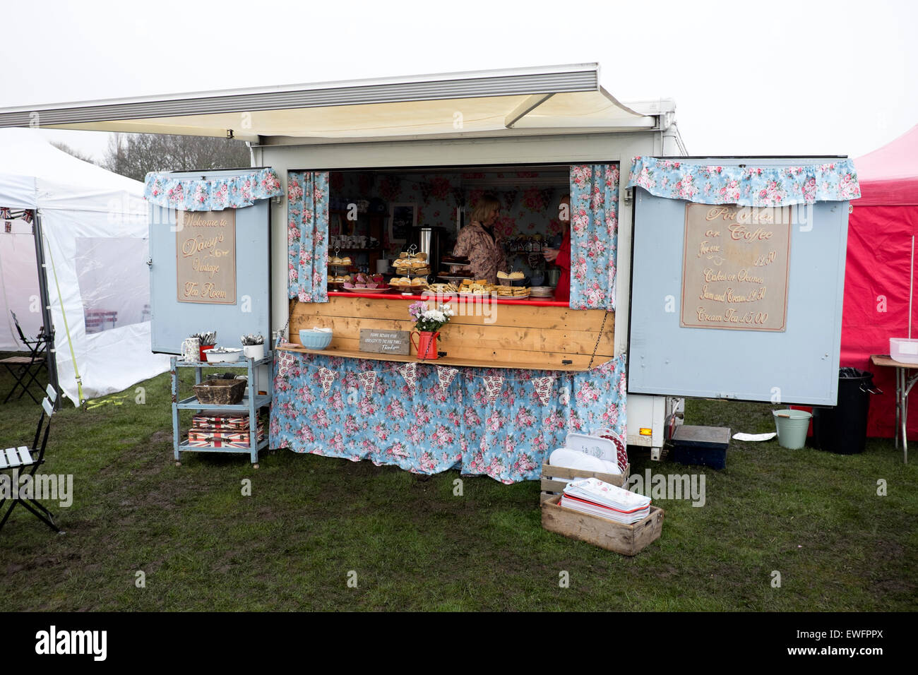 Vintage English Tea Shop Trailer Stall Kitsch Nice - Stock Image