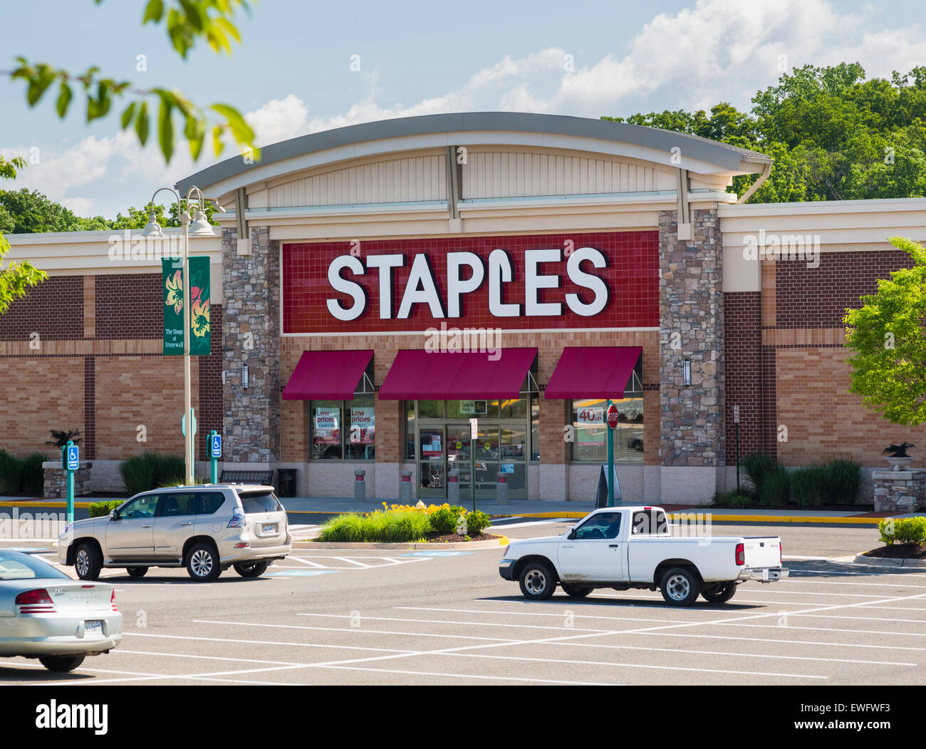 Staples Office Supply store in Gainesville, Virginia, USA - Stock Image
