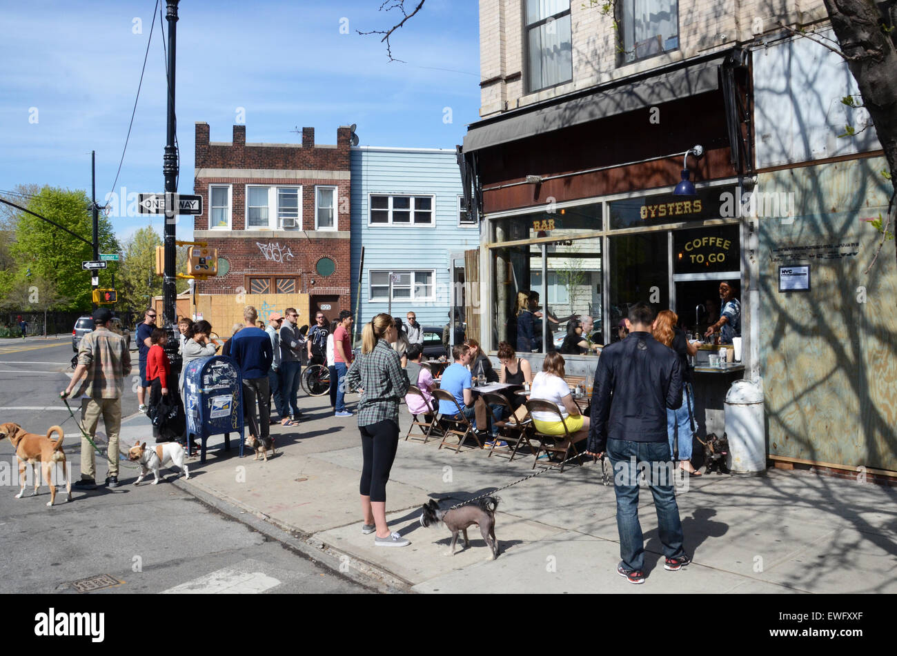 brooklyn hipsters coffee bars williamsburg greenpoint usa - Stock Image