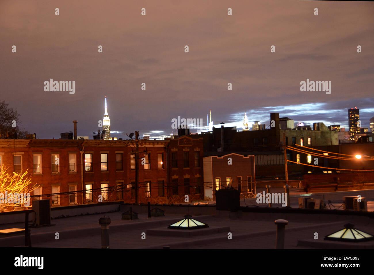 manhattan skyline night chrysler building empire state building dusk from brooklyn houses - Stock Image