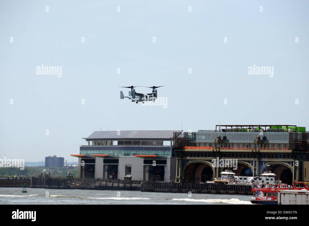 tiltrotor us army over manhattan new york usa - Stock Image