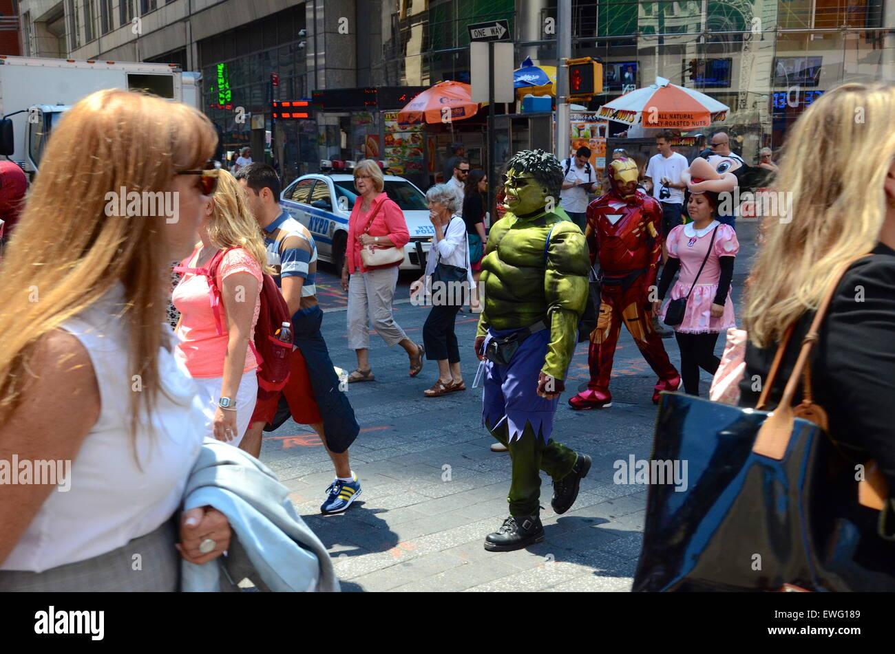 the hulk costumed man times sqaure street new york crossing - Stock Image