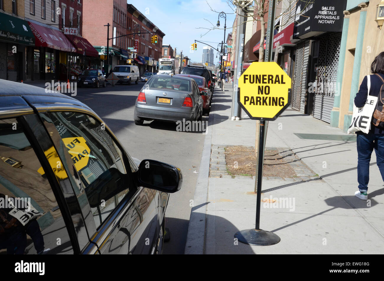 funeral no parking sign new york hearse - Stock Image