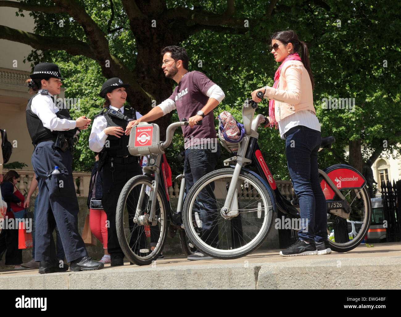 Two Police women give some help to  tourists  in London - Stock Image